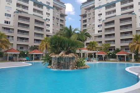 Beautiful spacious apartment in gated compound. - Port of Spain - Huoneisto