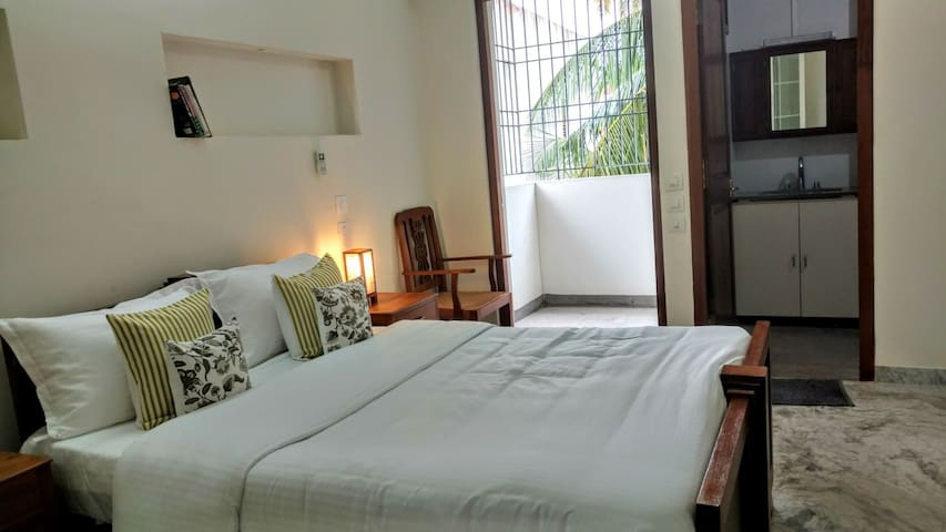"""""""Rayons du Soleil"""" #Room Azalee in Heritage Town"""