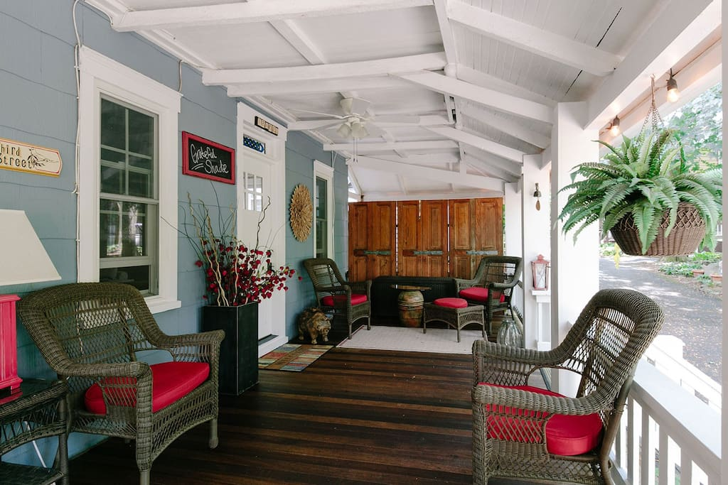 The porch has plenty of seating!