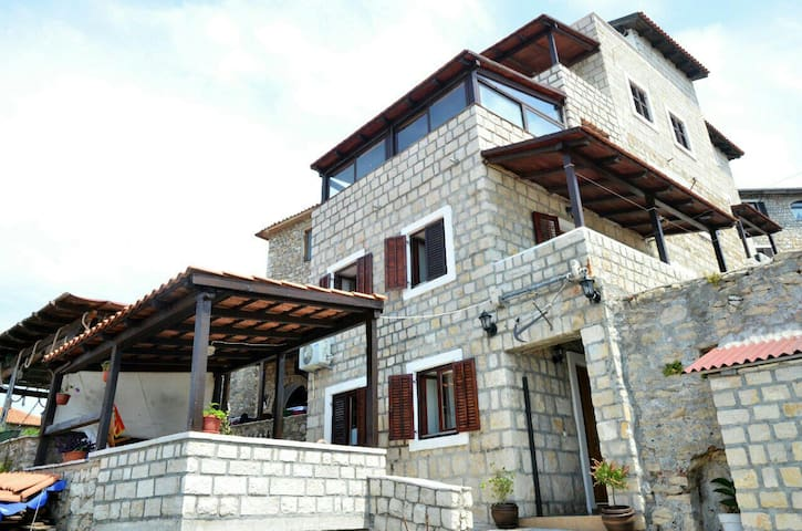 The rooms have 35 m2 for 2 people - Ulcinj - Bed & Breakfast