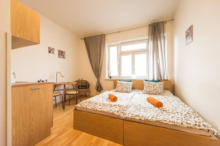 TOP LOCATION STUDIO 2 ADULTS near President Palace