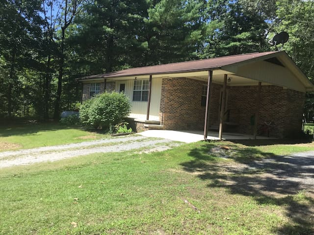 Pet Friendly,Fenced in backyard! Fall Creek Falls!