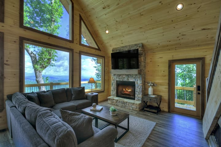 Large living room with amazing views!