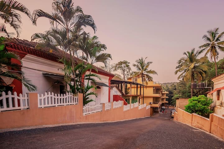 OYO - Cosy 1BHK Stay Near Vagator Beach, Goa
