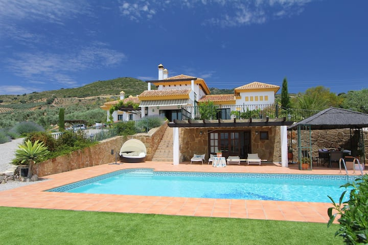 Luxury villa with great mountain views, pool, sauna, jacuzzi and padel court