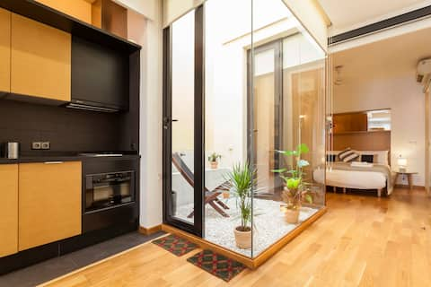 Artist's Stunning Design/ Apartment with Balconies