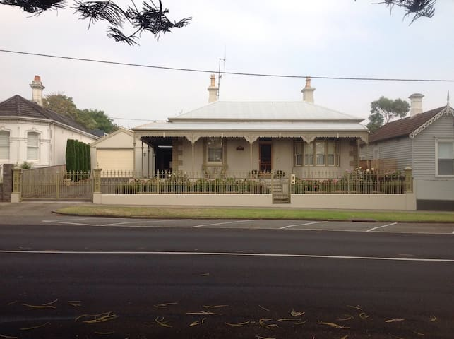 Victorian Home 5 minute walk to CBD - Warrnambool