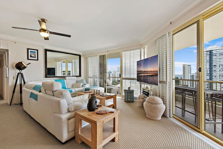 Fully renovated 2 bedroom with stunning views. - Main Beach