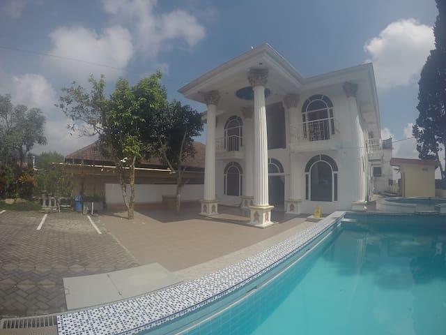 Kamaran Villa Kodok (1 kamar) - Purwosari - 客房