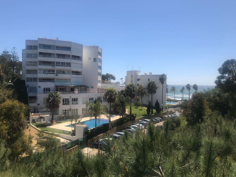 Apartamento con piscinas, garaje colectivo y acceso directo privado a la playa