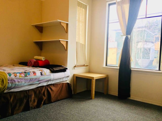 Cozy Private room 10min walk to Berkeley BART 私人卧室