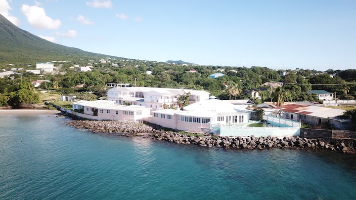 Pinney's Beach Hotel Nevis