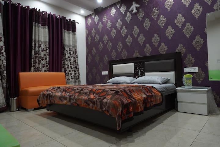 king size bedroom 3.
