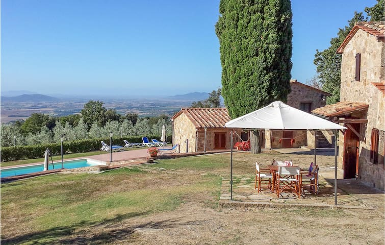 Holiday cottage with 5 bedrooms on 150m² in Roccatederighi