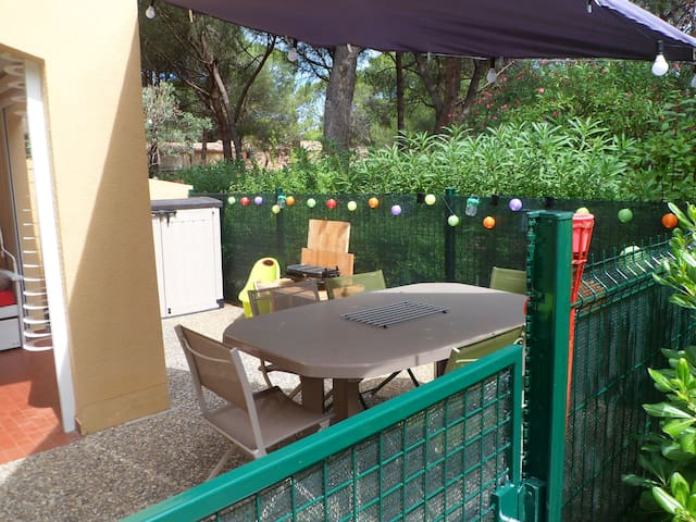 Cap d'Agde Rez de Jardin T2 Loggia et terrasse