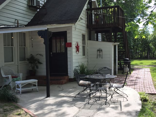 COZY PRIVATE APART/CLOSE TO MASTERS & MED DISTRICT
