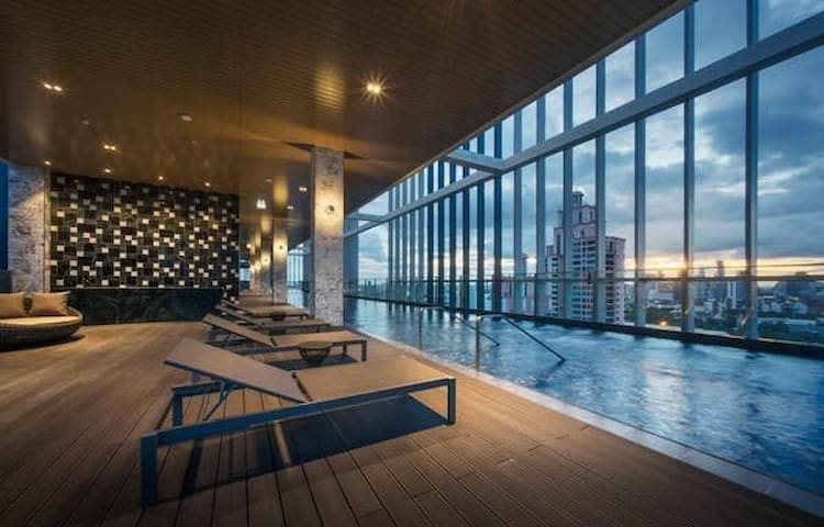 2 BR condo, best rooftop pool, gym, next to BTS!