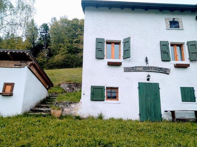 Maso tipico del Trentino a Brentonico