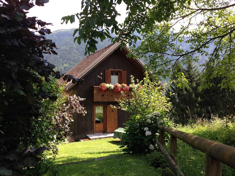 Al gufo nero apartments for rent in rigolato friuli for Piani casa cottage shotgun