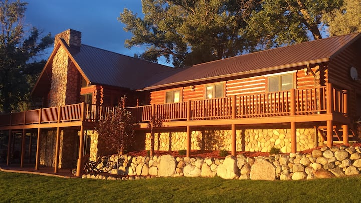 Log home 8 miles south of Worland Wyoming