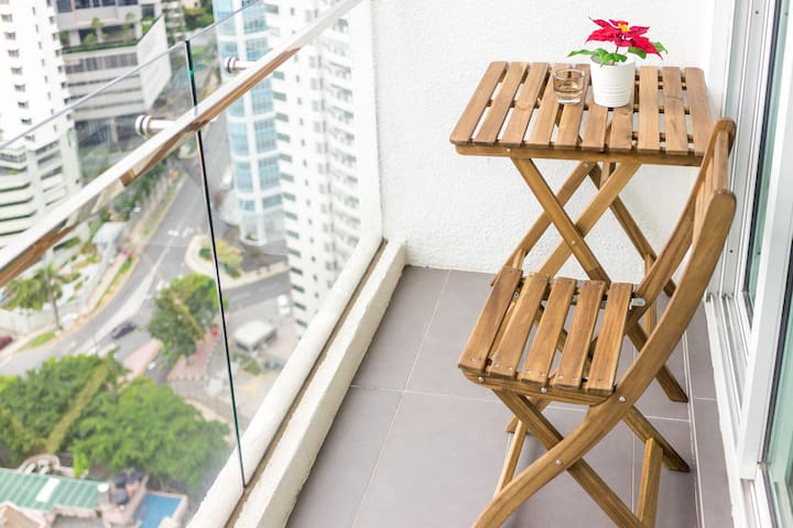 Stylish Cosy Studio with balcony near Jalan Alor