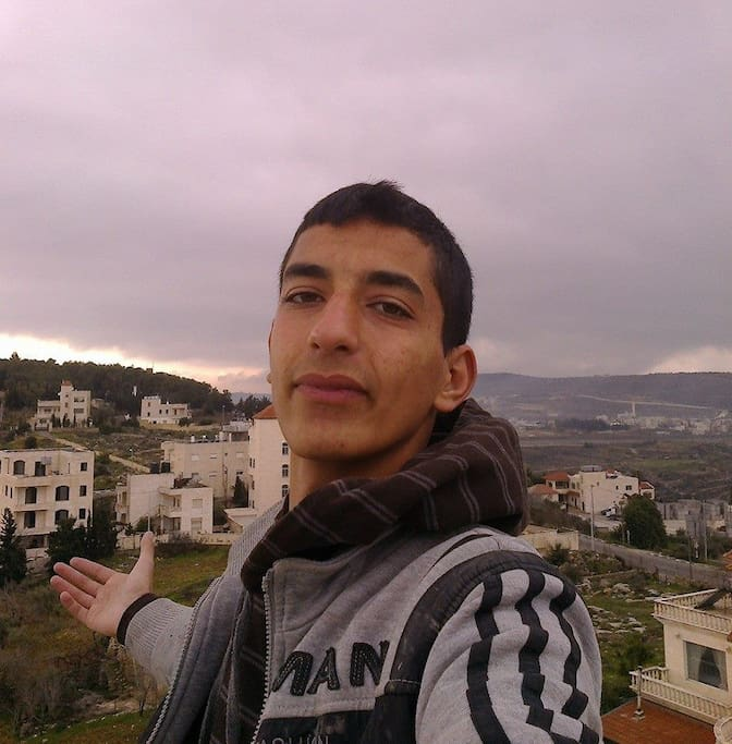 In Beit Jala above Ammar Z floors that had a nice view at the border