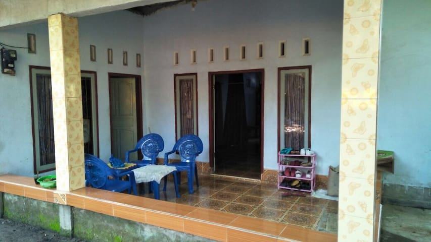 Simple Family Room near Lombok Airport