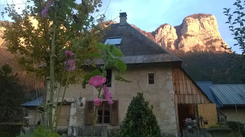 Maison en chartreuse à Corbel - Corbel - Rumah