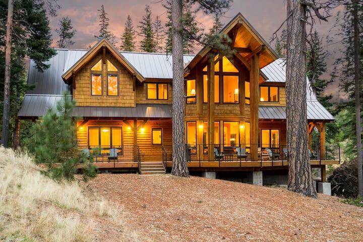 Luxury cabin (sleeps 10) on Tumalo Lake