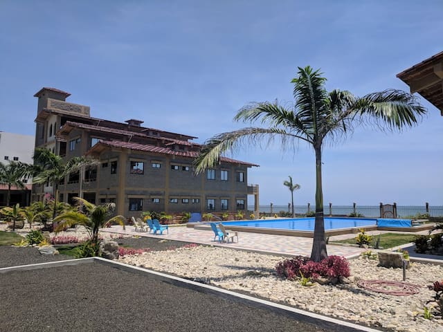2nd Floor Beachfront Condo w/Elevator, Pool, Beach