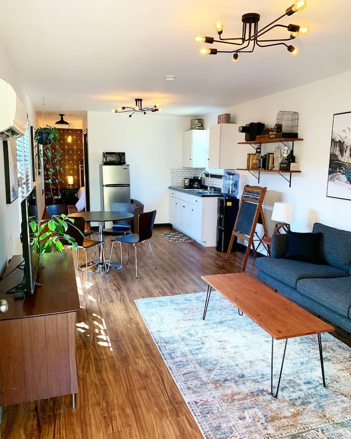 Modern Suite with Vintage Vibes Close to Downtown