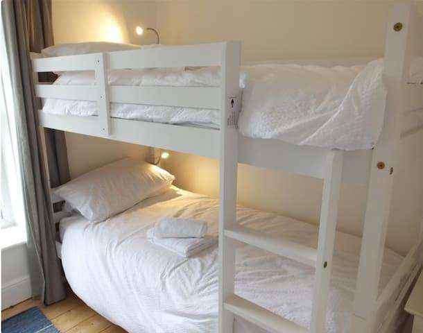 Bedroom 4 - 2 single bunk beds