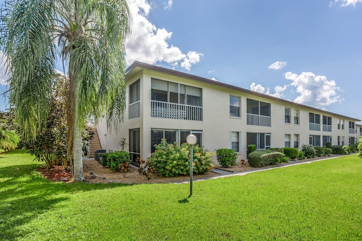 Quiet condo in a great location w/ access to pool, tennis & shuffleboard!