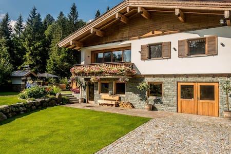 Top Berghütte mit Sauna,  Whirlpool & Grillhütte