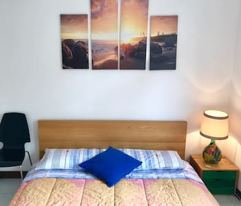 Bright double room in Como