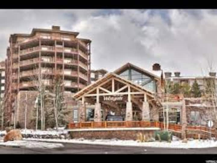 LUXURY STUDIO CONDO WESTGATE SKI IN PRIME RESORT!