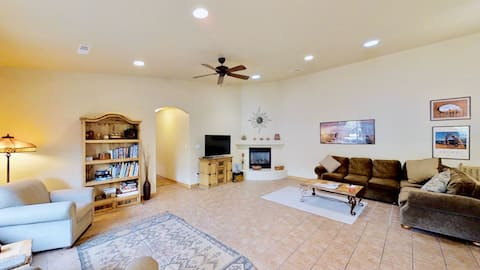 Arches East ~ 389, Downtown Moab 3-Bedroom Townhome, 2-Car Garage, Indoor Heated Pool, Patio BBQ  - Arches East ~ 389