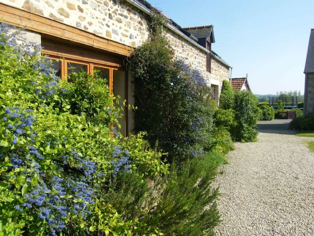 4 bedroom cottage with heated covered pool, nr beaches, St Malo, Dinan, Mont St Michel