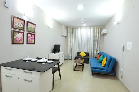 1BR BLUEWHITE SUITE w POOL, GYM & TT nr BAGA BEACH
