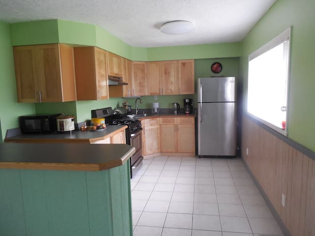3 beds, 2 bath RENOVATED HOUSE IN PENN HILLS 15235