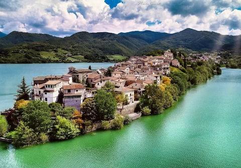 Casa con  vista mozzafiato sul lago del Turano