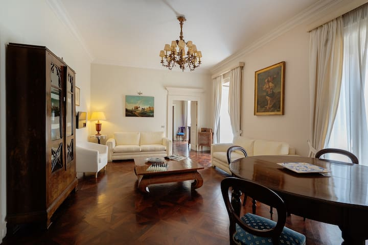 Royal Apartment - The Very Best Centre of Naples
