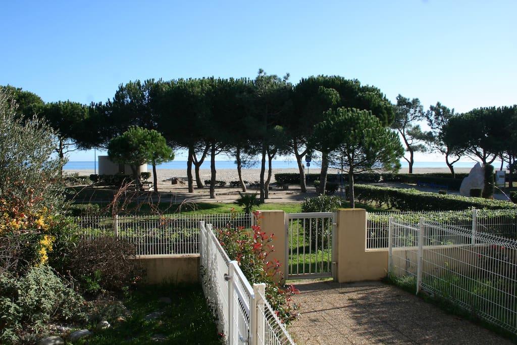 Front de mer en rez de jardin argel s plage for Le jardin 3 minutes sur mer