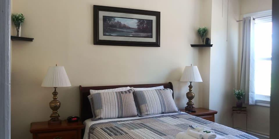 Cozy Master Bedroom F (Einstein Medical Center)