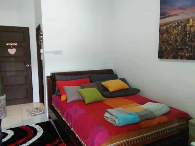 Suite 102, Co.Living Suite