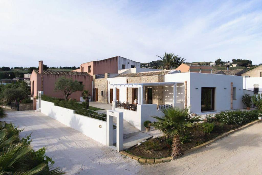 250 sqm luxurious villa with terraces                      and pergola