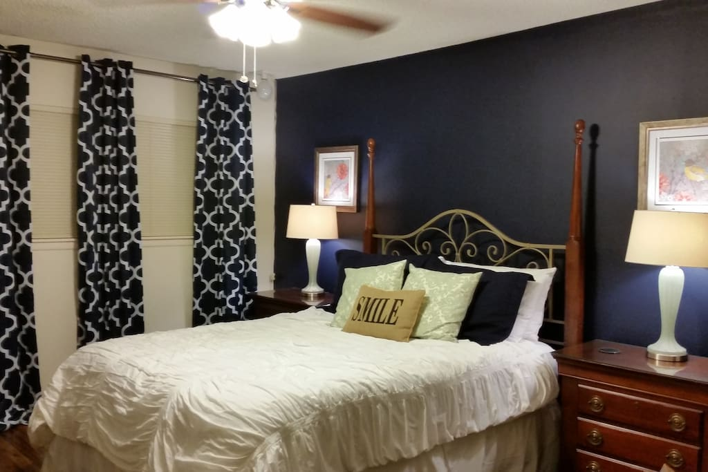 Private Room with Walk in Closet, Black out curtains, TV, cable, and wifi