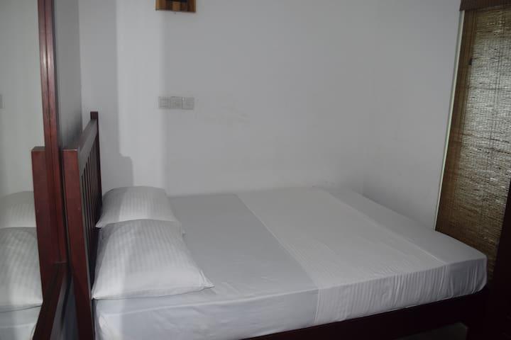 Station Garden Hotel Deluxe Family Room 101 - Jaffna - Asrama