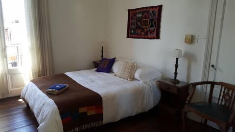 Centro de Rosario. 1 dormitorio , 1 persona.