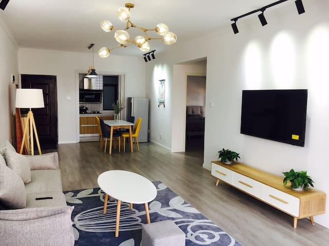 JoJo's sweet home 免费接机接站#天门山下两居室#免费制定行程订票